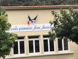Pose des symboles de la République sur les façades de l'École Jean Jaurès